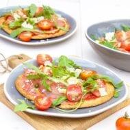 Pizza carpaccio met salade