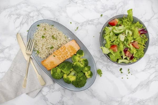 Verse zalmfilet met broccoli en rijst