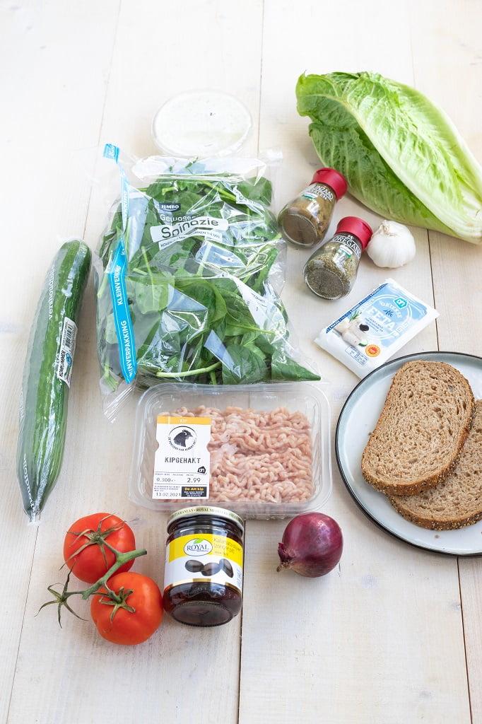 Ingrediënten voor Griekse kipburger met tzatziki salade