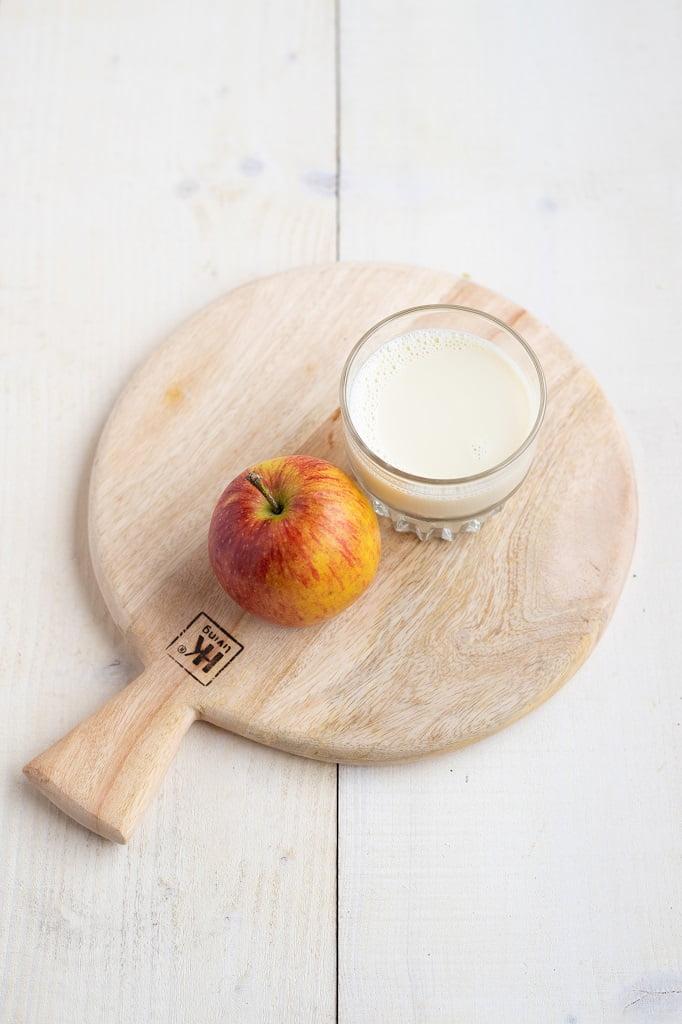 Een glas melk en een appel het perfecte Slinc. tussendoortje