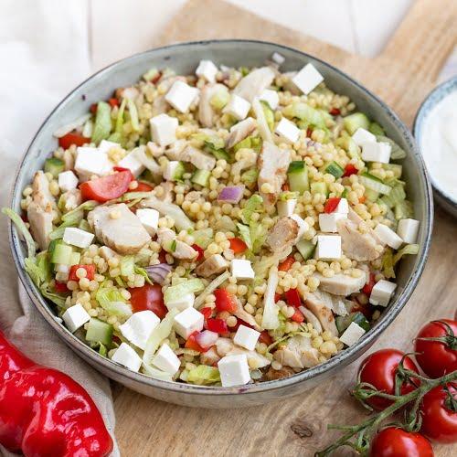 Parelcouscous salade met gegrilde kip
