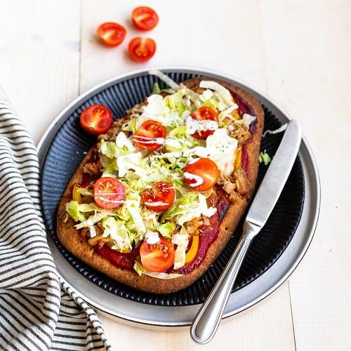 Pizza tonijn met naanbrood als bodem